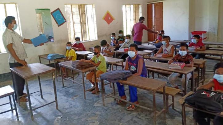শিক্ষাপ্রতিষ্ঠান খোলার আনন্দ চিলমারীর শিক্ষার্থীদের চোখেমুখে